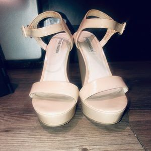 STEEVE MADDEN TAN WEDGES